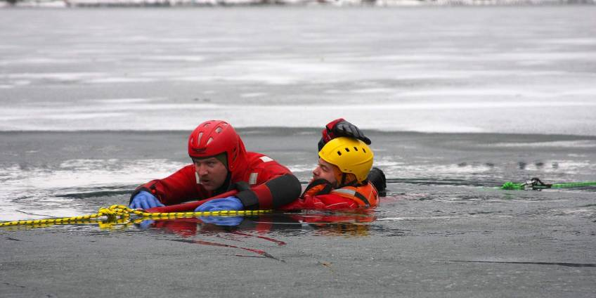 Ice rescue training and awarness - Know the dangers of ice surfaces